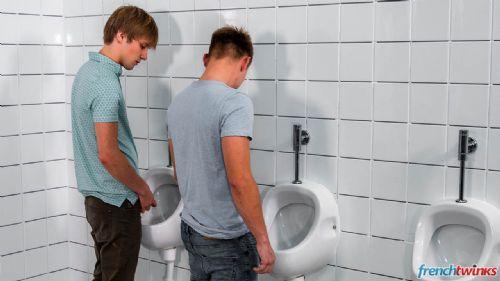 Dans les toilettes des Garçons 4