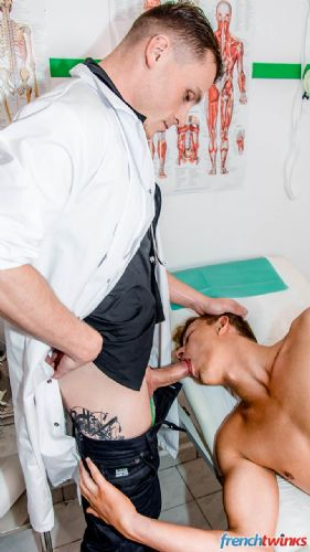 Doctor Chris Loan examines Yoan Desanges 14