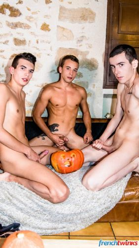 A Double Penetration to celebrate Halloween 38