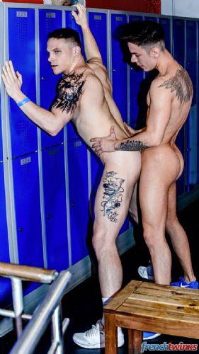 Angel Cruz et Chris Loan dans les vestiaires 20