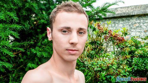 Gay Twink Porn Model Renaud 1