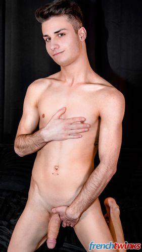 Gay Twink Porn Model Robin Castel 9