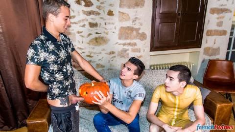 Une double pénétration pour fêter Halloween